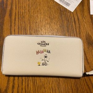 COPY - Coach Snoopy Wallet